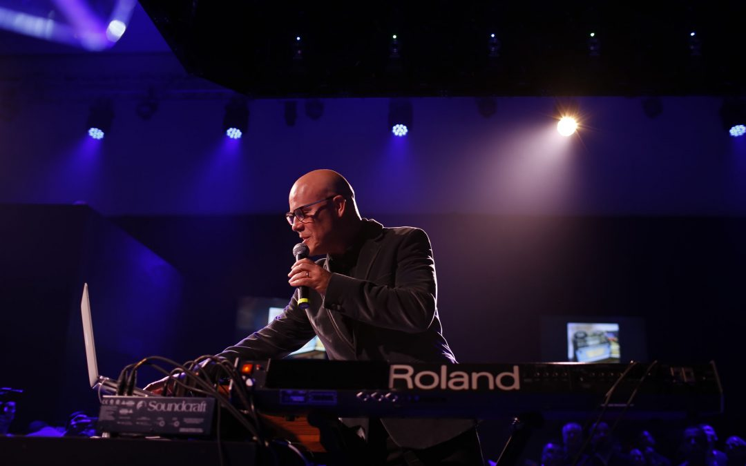 Thomas Dolby performt in der Roland Cloud